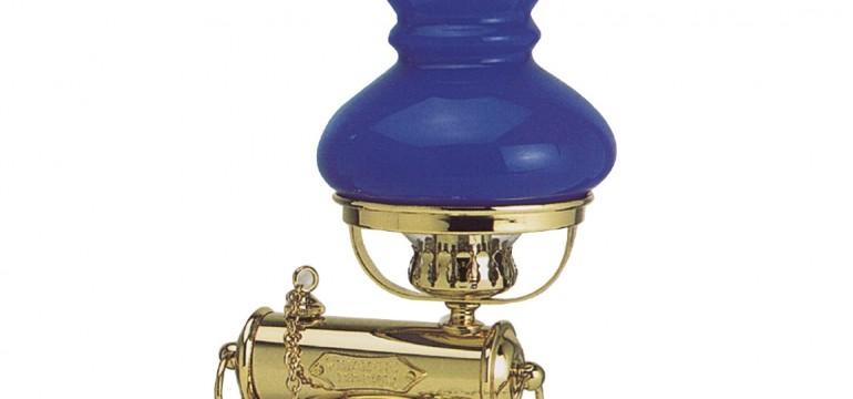 La lampada in ottone modello nashville, perfetto complemento d'arredo in stile marinaro.
