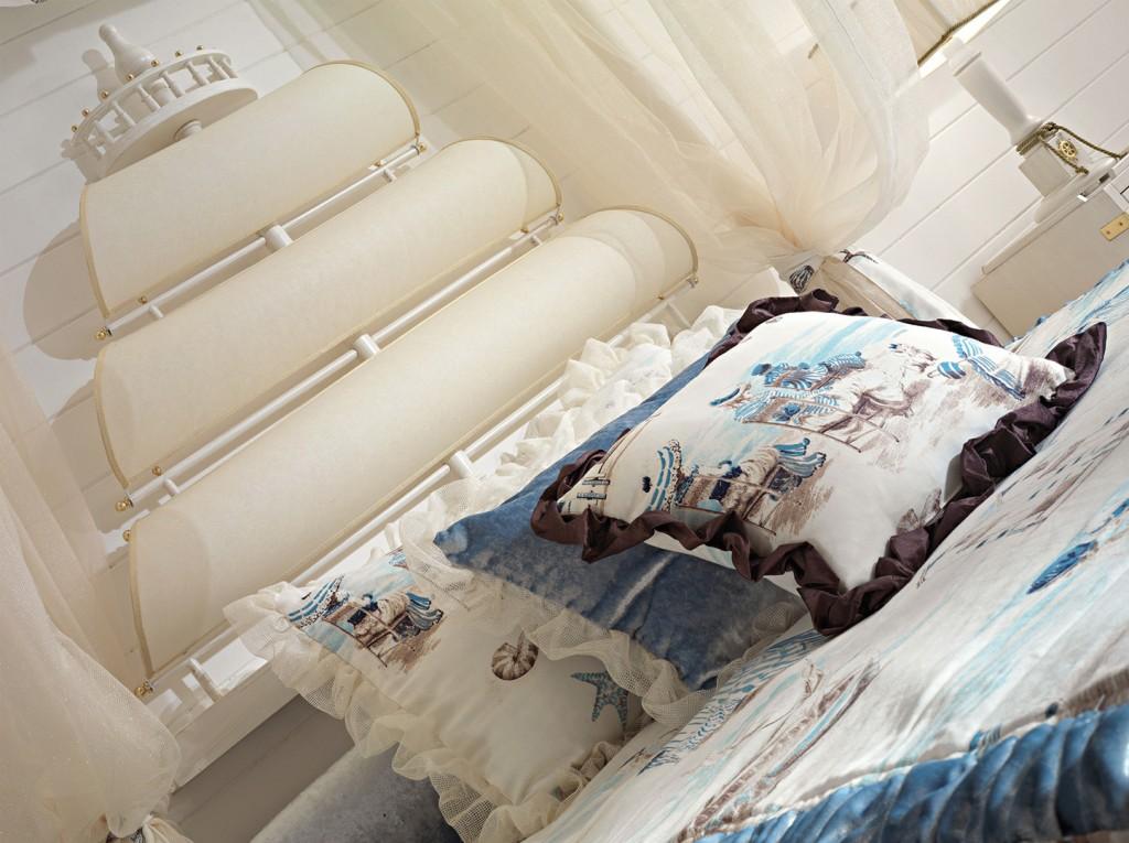 Cameretta per bambine in stile vecchia marina, finitura laccato patinato.