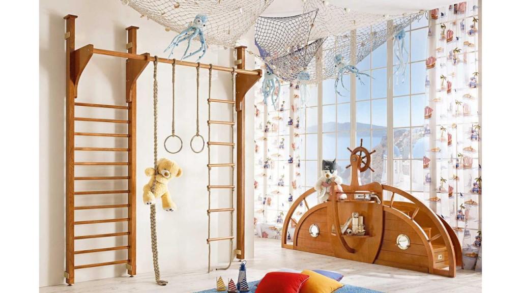 Cameretta per bambini: dalle scalette di accesso si ricavano 6 ampi cassetti per riporre giocattoli e altri oggetti.