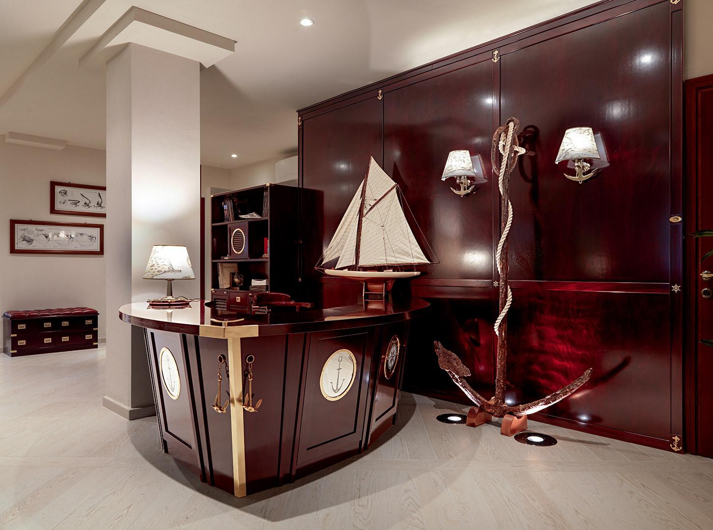 Bancone reception bolina per un ufficio in riva al mare for Arredamento vecchia marina